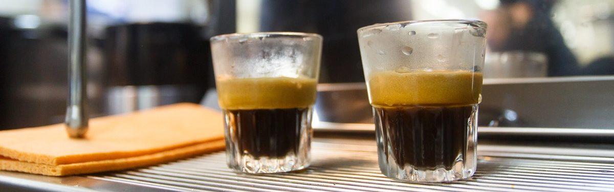 Приготовления эспрессо на кофеварке
