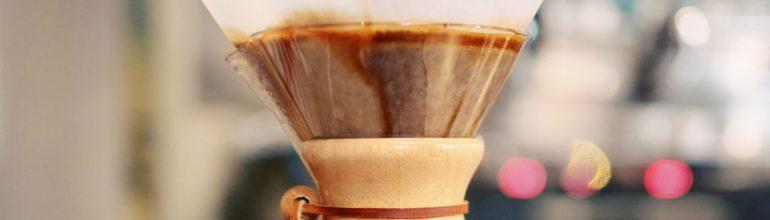 Приготовление кофе на кемексе